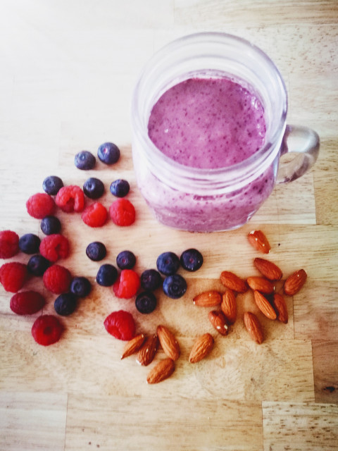 Postnatal Nutrition: Berry and Almond Smoothie